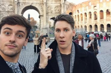 Tom Daley a Roma con Dustin Lance Black per When We Rise, il resoconto video
