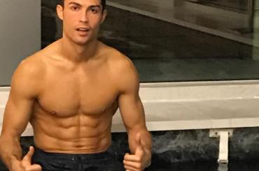 Cristiano Ronaldo, nuotata mattutina Instagram – video