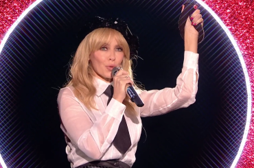 X-Factor Uk, pazzesca Kylie Minogue con Everybody's Free (To Feel Good) – video