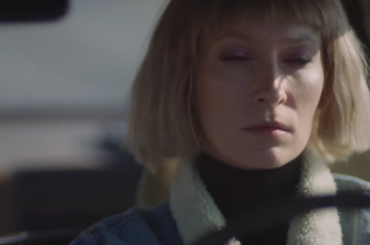 Hang Me Out To Dry, il nuovo video di Robyn (con Metronomy)