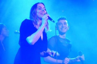 Mel C e Olly Alexander cantano 2 Become 1 e When You're Gone – video