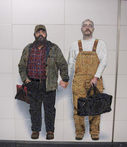 subway-line-gay-couple