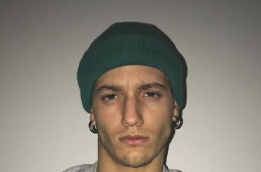 Amici di Maria crescono, Gabriele Esposito nudo sotto la doccia – foto Instagram