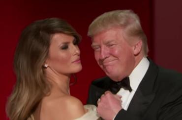 Donald e Melania Trump ballano My Way (ma lui è un ciocco di legno) – il video