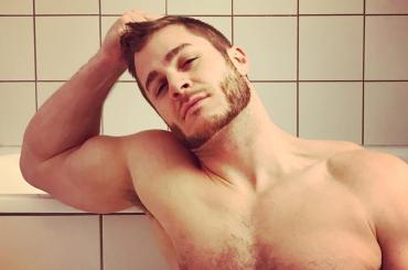 Austin Armacost, ancora chiappe all'aria per l'ex di Marc Jacobs (nonché ex Big Brother Celebrity)