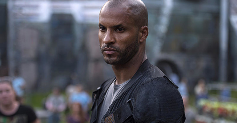 The 100, Ricky Whittle si masturba: on line il video hard