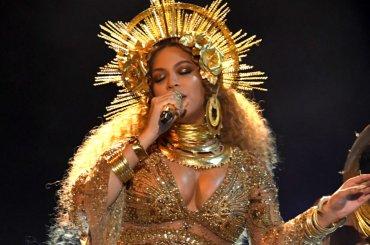 Grammy 2017, Beyoncé live e spettacolare con Lemonade – video