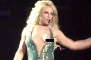 Britney Spears, scappa una zinna durante Work Bitch a Las Vegas – video