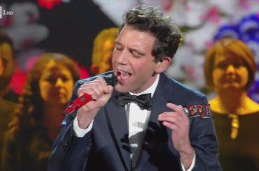 Sanremo 2017, Mika replica agli omofobi: 'se qualcuno pensa che un arcobaleno sia pericoloso, peggio per lui' – video
