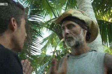 Isola – Moreno vs. Raz Degan, volano stracci (e quasi botte) – video