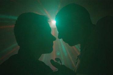Viaggio nel sesso estremo gay, l'incredibile articolo scandalistico del Corriere della Sera