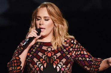 Grammy 2017, Adele live con HELLO e FASTLOVE in ricordo di George Michael – video