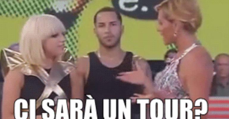 CI SARÀ UN TOUR?! Simona Ventura su Instagram ricorda l'epocale intervista a Lady Gaga – video