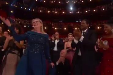Oscar 2017, standing ovation per Meryl Streep contro Donald Trump – video