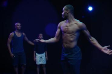 Moonlight, la coreografia omaggio al film LGBT candidato ad 8 premi Oscar – video