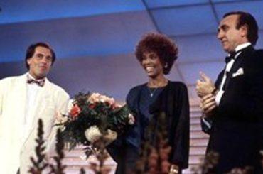 Whitney Houston abusata da bambina dalla cugina Dee-Dee