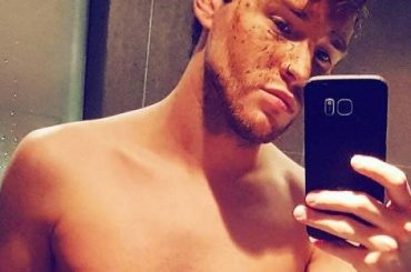 X-Factor Uk, Lloyd Daniels nudo su Instagram – foto