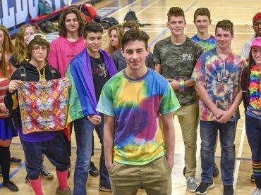 'Indossate t-shirt rainbow per dire basta all'omofobia': l'appello di uno studente americano diventa virale