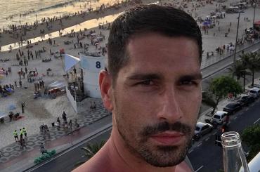 Marco Borriello gnocco a cosce aperte su Instagram – foto