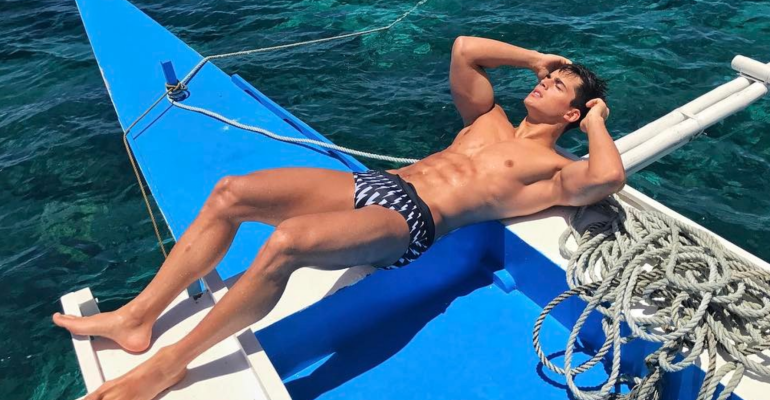 Pietro Boselli, ancora foto Instagram in costume dalle Filippine