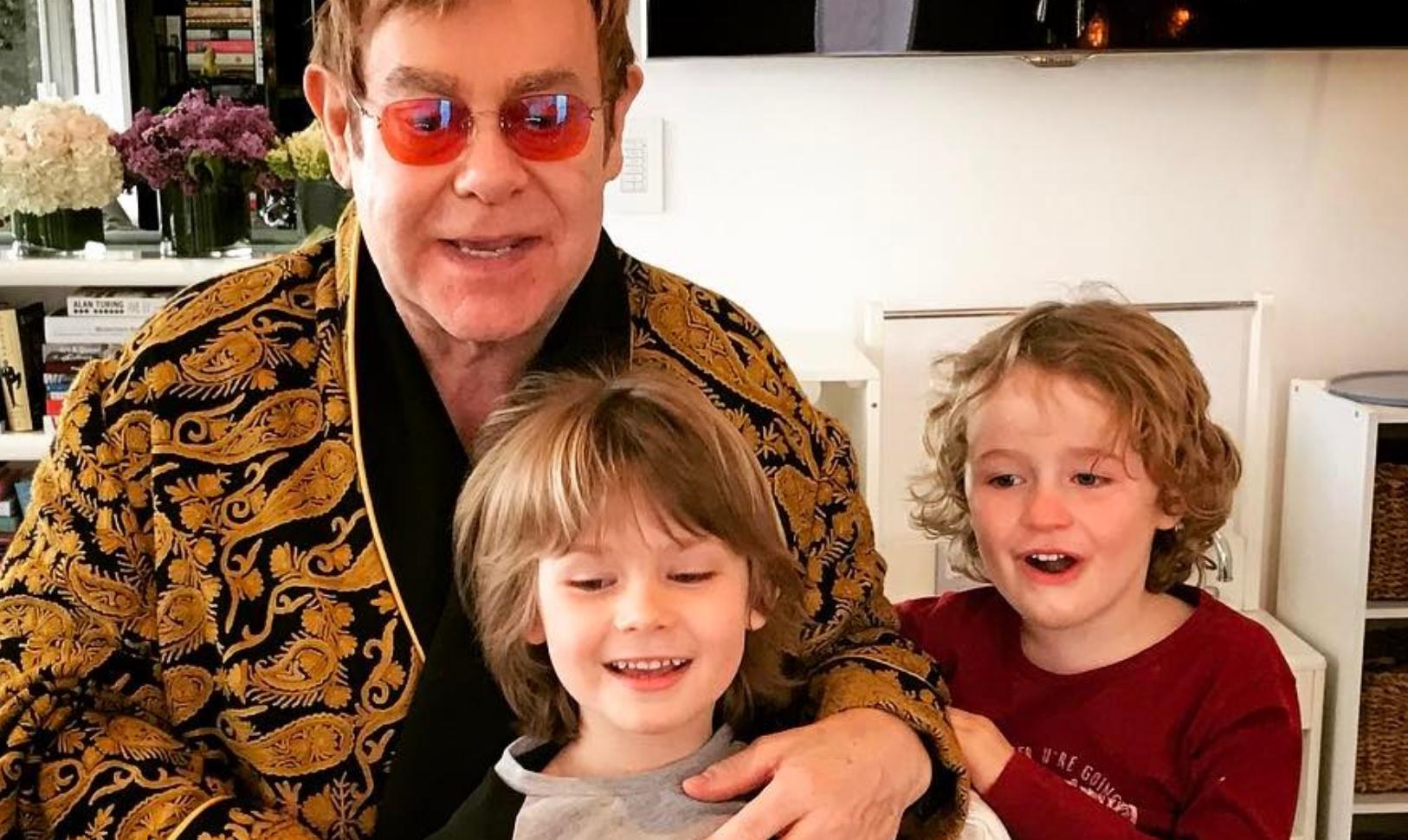 Elton John, 70 anni in famiglia con figli e marito - foto - Spetteguless 4219dfe52f