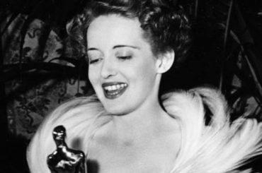 Feud, Bette Davis coccolava realmente il suo premio Oscar portandolo a letto