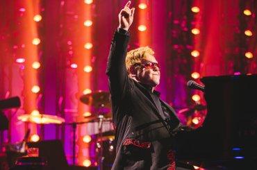 Elton John in ospedale per una 'rara e potenzialmente mortale' infezione