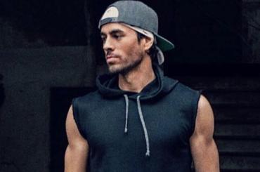 Enrique Iglesias in costume su Instagram, foto