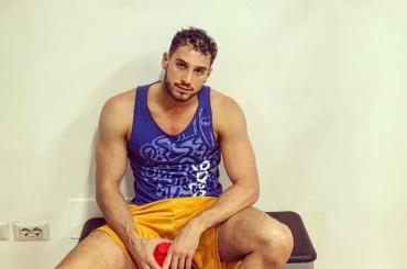 Alex Di Giorgio, pioggia di pacchi e chiappe Instagram per il nuotatore azzurro – foto