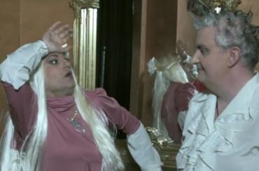 """""""Mooseca"""", il primo singolo di Enrico Papi – video ufficiale con l'Uomo Gatto"""