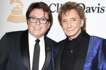 Barry Manilow getta la maschera a 73 anni e fa coming out