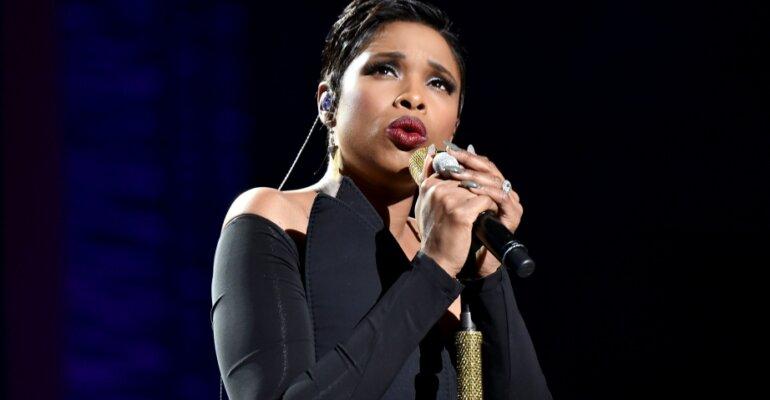 Jennifer Hudson canta Whitney Houston e Leonard Cohen al Tribeca Festival – i pazzeschi live, video
