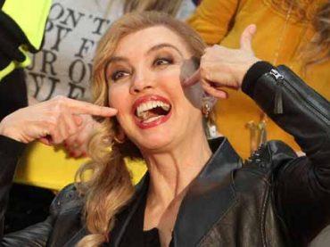 Milly Carlucci vs. Mediaset, diffida per Amici Celebrities: è la copia di Ballando con le Stelle?