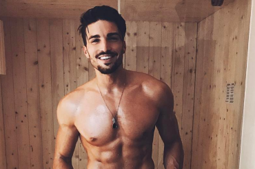 Mariano Di Vaio cantante, 100.000 visualizzazioni in meno di 24 ore per Wait for me – video