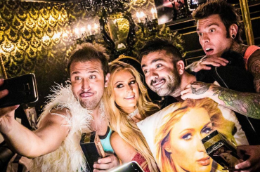 Senza Pagare, ecco il video di J-AX & Fedez con Paris Hilton  e le Iene Pio e Amedeo