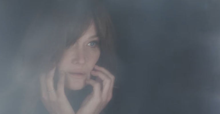 Carla Bruni canta Enjoy The Silence, il video ufficiale