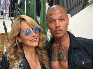 Jo Squillo – selfie da Cannes con Jeremy Meeks, l'ex galeotto più bono del mondo – gallery hot