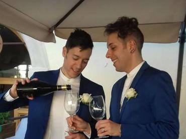 Il figlio sposa il compagno, l'epica risposta di papà Massimo agli omofobi del paese