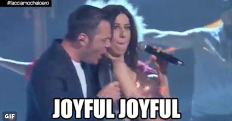 Tiziano Ferro canta JOYFUL JOYFUL insieme a Virginia Raffaele – video