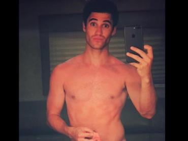 Darren Criss nudo su Instagram, la foto hot