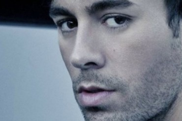 Enrique Iglesias 'ringrazia' Belen Rodriguez, il video
