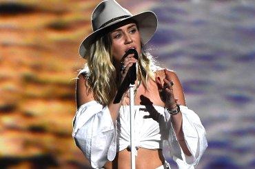 Billboard Music Awards 2017, i live di Miley Cyrus, Lorde e Nicki Minaj – video