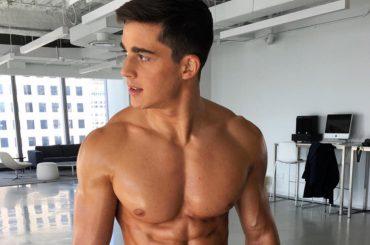 Pietro Boselli sfoggia i muscoli (con sorriso) su Instagram Stories
