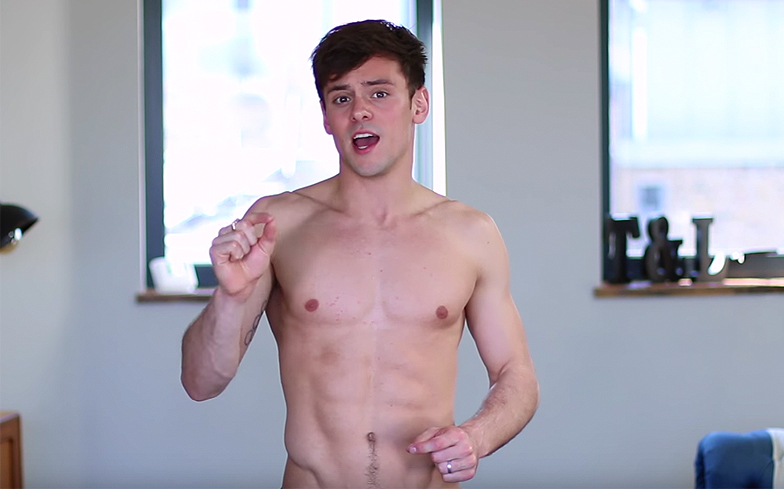 tom-daley-tops-off-workout