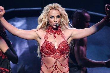 Britney Spears osa l'inosabile: 'non è vero che durante i concerti io non canti live' – video