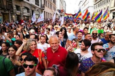 Diritti LGBT, Monica Cirinnà rilancia: 'diciamo sì a matrimonio egualitario e adozioni'