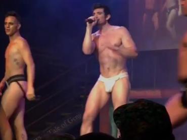 Broadway Bares, Steve Grand  nudo sul palco – foto, gif e video