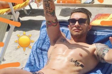 Marco Carta, costume e pacco su Instagram – foto