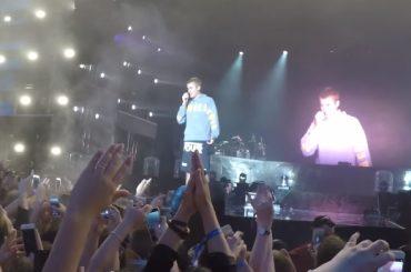 Justin Bieber, 'non posso cantare Despacito non la conosco' – e un fan gli tira la bottiglietta – video
