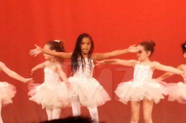 Blue Ivy, la figlia di Beyoncè ruba la scena alle altre bimbe in una recita scolastica – il video